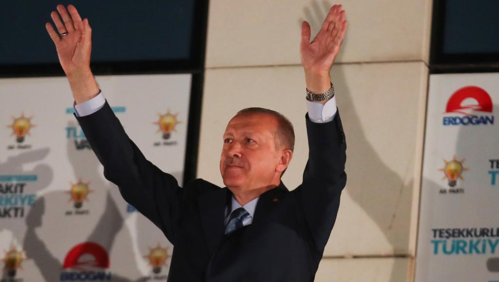 O Ταγίπ Ερντογάν επανεξελέγη πρόεδρος και έγινε ο απόλυτος άρχων της χώρας.