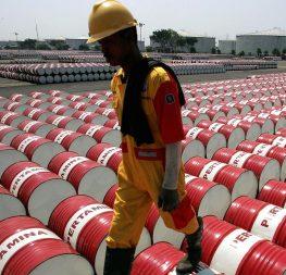 Η πτώση της τιμής του πετρελαίου