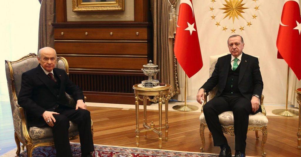Τουρκία: αλληλοφάγωμα σε προεδρικό-κυβέρνηση με τον Μπαχτσελί σε ρόλο μαέστρου