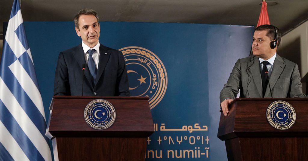"""Επίσκεψη Μητσοτάκη στη Λιβύη: Η Ελλάδα """"επιστρέφει"""" με φόντο την Τουρκία που """"παραμένει"""""""