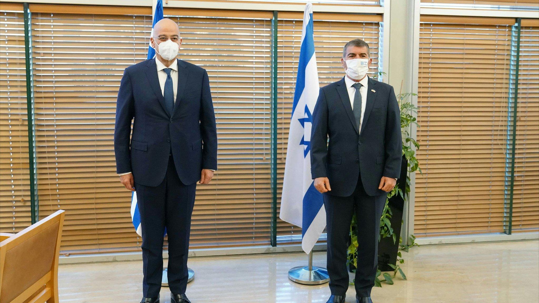 Ο Δένδιας στη Μέση Ανατολή: Θερμή υποδοχή στο Ισραήλ, αμηχανία στη Ραμάλα