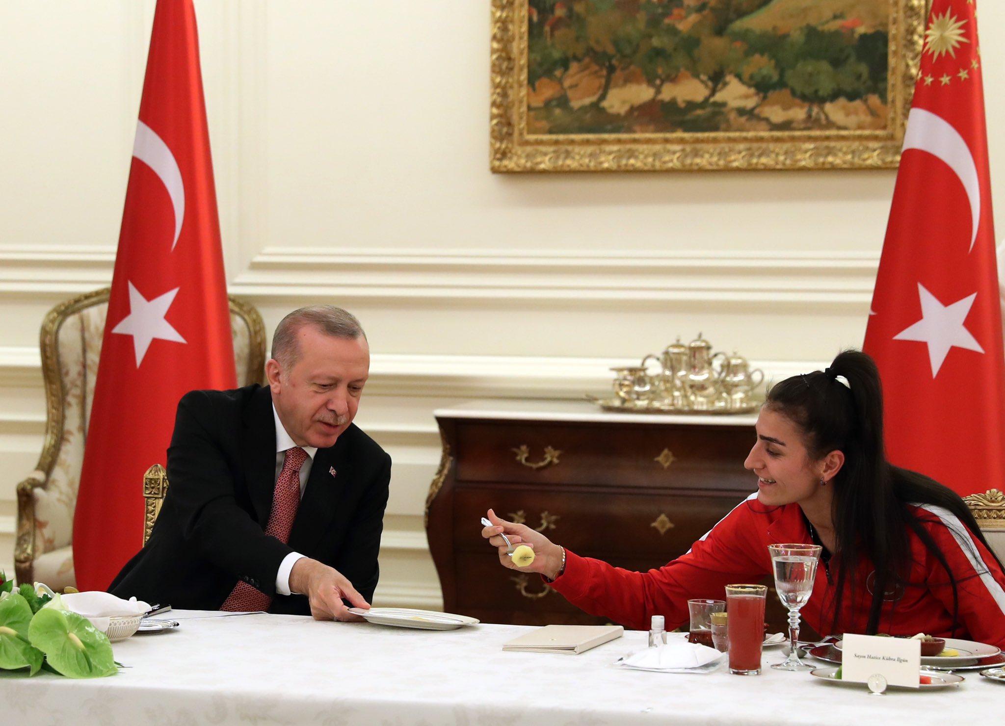 Καιροσκοπικά ανοίγματα από Τουρκία – Σφήνα στις σχέσεις της Ελλάδας με Άραβες και Ισραήλ