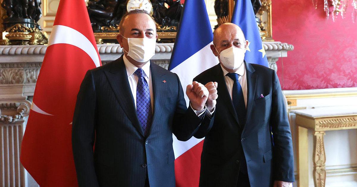 Ο Τσαβούσογλου στο Παρίσι – Η Άγκυρα σε αναζήτηση ενισχυμένου περιφερειακού ρόλου