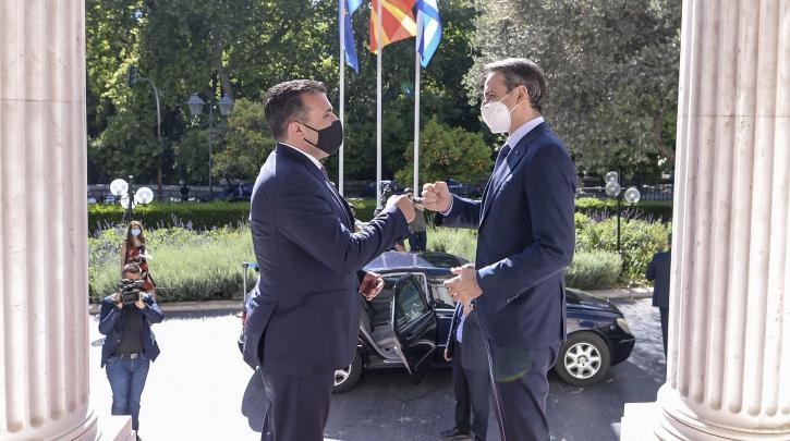 Στήριξη στα Σκόπια παρά την αναβολή