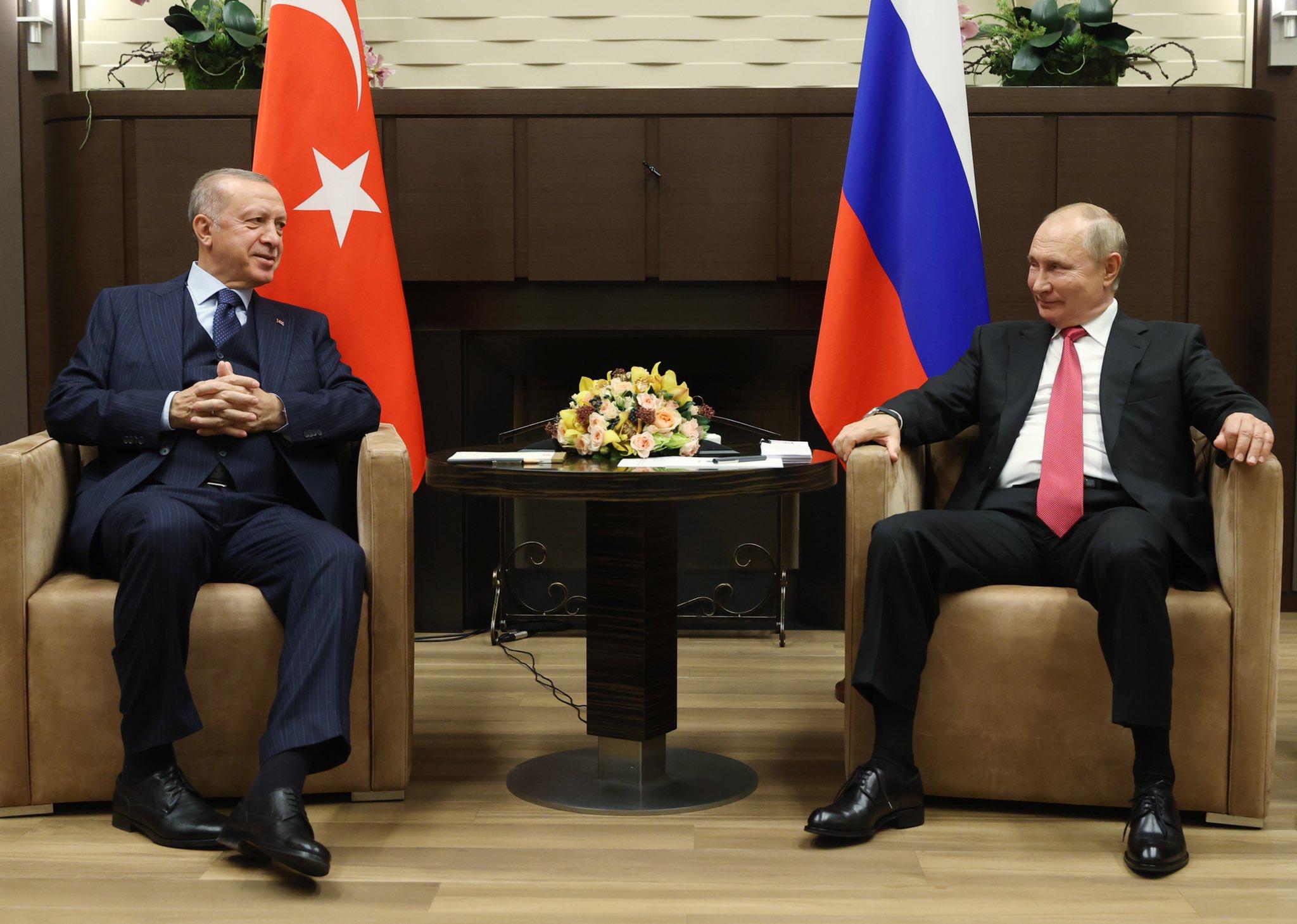 Ρωσία-Τουρκία: βαριές σκιές πάνω από το Σότσι, παρά τα χαμόγελα